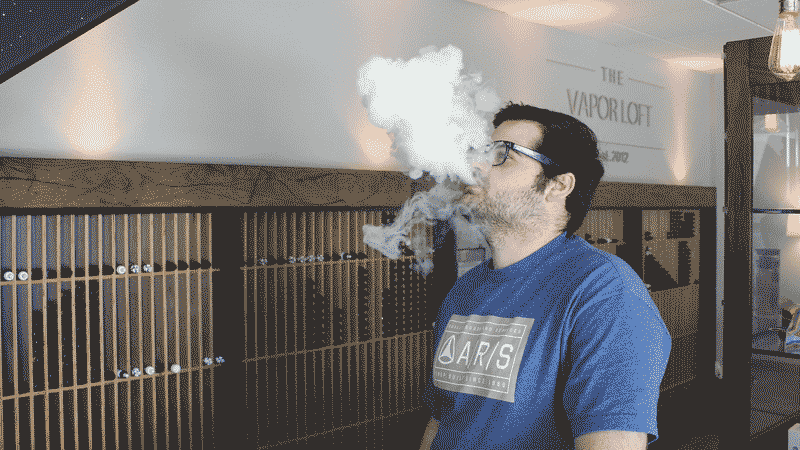 By Lindsay Fox from Newport beach, United States (Vaping, Vape Lounge, Vape Cloud) [CC BY 2.0 (http://creativecommons.org/licenses/by/2.0)], via Wikimedia Commons