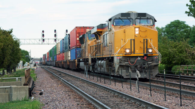 Should Freight Train Crew Sizes Be Regulated?